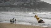 Topan Maysak menerjang Semenanjung Korea pada Rabu (2/9) malam. Busan dan kawasan pantai selatan Korsel mengalami kejadian tersebut pada Kamis (3/9) pagi.