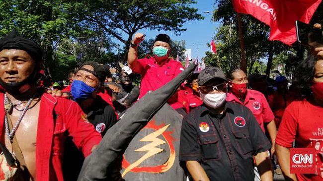 Putra dari Wali Kota Surabaya Tri Rismaharini, yakni Fuad Bernardi disebut merusak keharmonisan internal kader PDIP di Pilkada Surabaya.