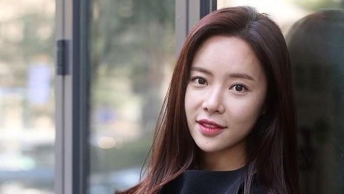 Aktris Cantik Hwang Jung Eum Gugat Cerai Suaminya Setelah 4 Tahun Menikah