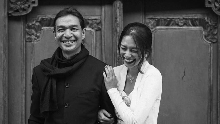 Terpaut Usia 17 Tahun, Dimas Djay Lamar Faradina Mufti
