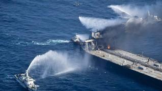 Sempat Padam, Api Menyala Lagi dari Kapal Tanker di Sri Lanka