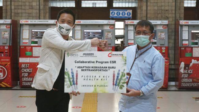 Enesis Group selaku produsen Plossa Press & Soothe Aromatics memberikan 1.000 Health Kit berisi 1 buah Plossa Eucalyptus dan masker kepada para pengguna KRL.