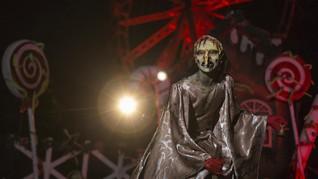 FOTO: Dikepung 'Setan' di Taman Hiburan Brazil