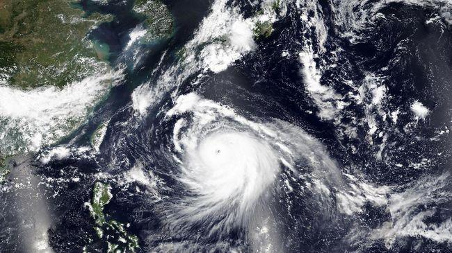 Lebih dari 200 ribu penduduk Kyushu, Jepang, diminta untuk mencari perlindungan di tempat penampungan menyusul ancaman terjangan Topan Haishen,