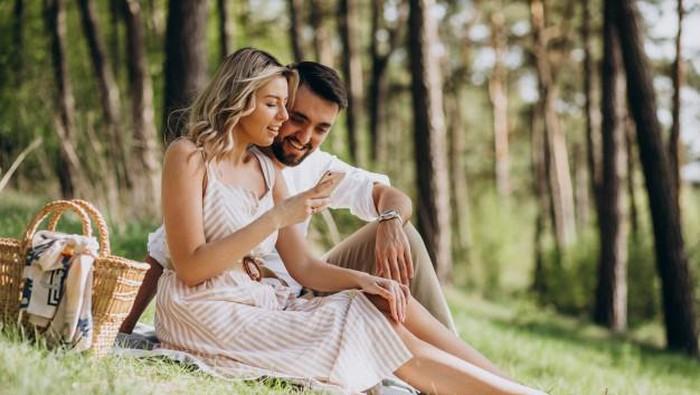Gak Membosankan, Ini 7 Ide Kencan dengan Pasangan yang Bisa Kamu Coba