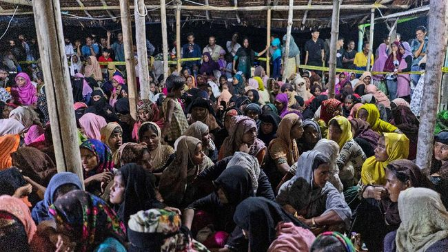 Menlu RI, Retno Marsudi, mendesak Myanmar secara sukarela memulangkan pengungsi Rohingya yang ditampung di Indonesia.