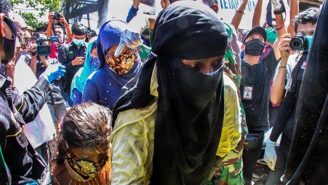 Dua mantan tentara Myanmar bersaksi lewat sebuah video mengenai kekejaman terhadap etnis minoritas Muslim Rohingya.
