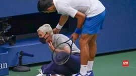 VIDEO: Momen Djokovic Pukul Bola ke Hakim Garis
