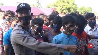 VIDEO: Pengungsi Rohingya di Aceh Dibawa ke Penampungan