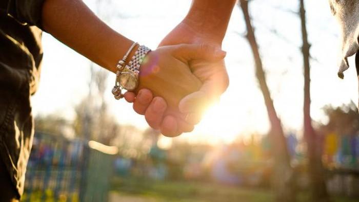 7 Cara Ini Bisa Membuat Hubungan LDR Jadi Langgeng!