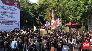 Massa Kaus Hitam Demo Gubernur Bali Tuntut Pembebasan Jerinx