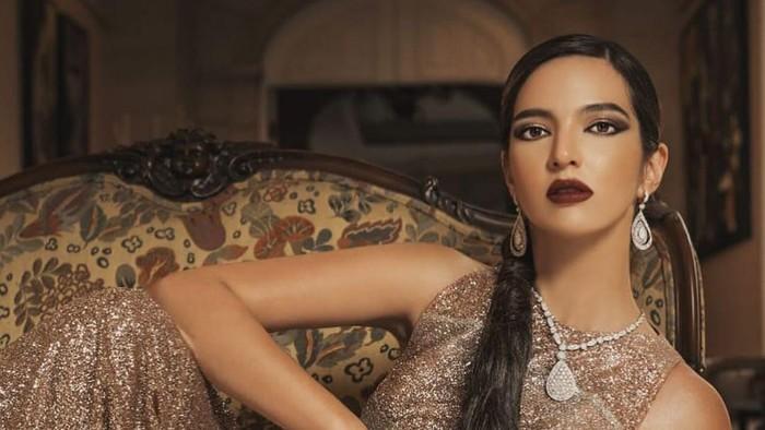 Pemotretan di Rumah, Nia Ramadhani Pakai Baju dan Perhiasan Rp3 Miliar!