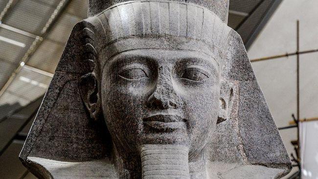 Kurator Museum Brooklyn menyebut kasus hidung patung Firaun yang hilang adalah kesengajaan dengan tujuan tertentu.