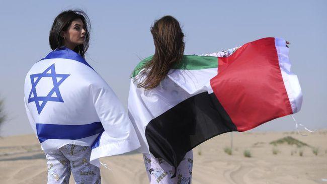 Turis Israel yang baru pulang plesir dari Uni Emirat Arab menceritakan pengalamannya, kehidupan malam dan seks di Dubai.
