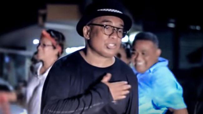 Musisi senior Yopie Latul meninggal dunia di usia 65 tahun pada Rabu (9/9) sore. Sepanjang hidupnya, musisi asal Ambon ini menyanyikan banyak lagu.