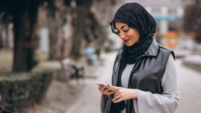 Bahan Hijab yang Gampang Kusut, Perlu Trik Buat Memakainya