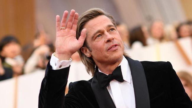 Hubungan asmara aktor Brad Pitt dengan model asal Jerman, Nicole Poturalski, dilaporkan kandas setelah dua bulan berpacaran.