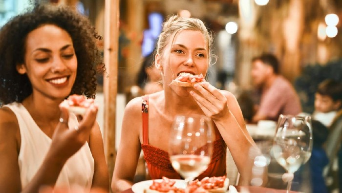 Ingin Makan Banyak Tanpa Gendut? Ikuti Tips Berikut