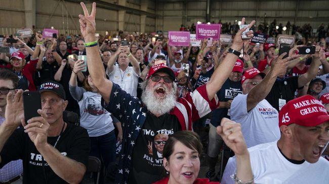 Presiden AS, Donald Trump, menggelar kampanye pemilihan presiden terbuka dalam ruangan di Nevada dan tidak menaati protokol kesehatan.