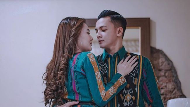 Dory Harsa Nangis Saat Manggung, Bantah Ingat Mantan Istri - Haibunda