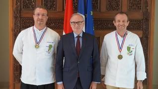Chef Chris Salans Terima Penghargaan dari Pemerintah Prancis