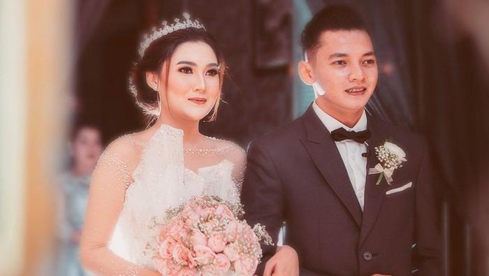 Cantiknya Nella Kharisma dengan Gaun Pengantin Putih di Hari Pernikahan