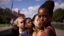 Survei: Orang Tertarik Tonton Cuties karena Kontroversi
