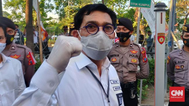 Bakal Cawalkot Surabaya Machfud Arifin menyebut dirinya terpapar virus corona tanpa gejala klinis, dan kondisinya tetap bugar meski sempat hilang suara.