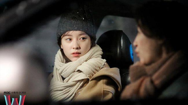 Jelang akhir September 2020, Trans TV menayangkan drama Korea W: Two Worlds Apart episode 6-10 pada 21-25 September.