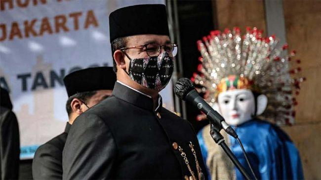 Anies menyatakan bahwa Pemerintah Provinsi DKI Jakarta tak pernah melarang orang dari daerah manapun untuk masuk ke Jakarta.