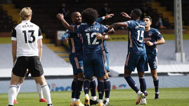 Arsenal memulai musim dengan kemenangan telak 3-0 atas Fulham pada pekan pertama Liga Inggris.