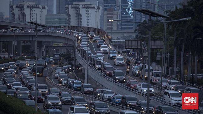 Anggota Komisi B DPRD DKI Jakarta Gilbert Simanjuntak mengatakan ibu kota keluar dari 10 besar kota termacet pada 2020 bukan karena gubernur tapi pandemi.