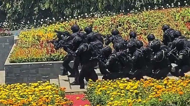 BIN memamerkan Pasukan Rajawali yang menuai polemik karena dinilai tidak sesuai Undang-Undang Dasar Republik Indonesia.