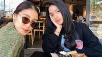 <p>Kaneishia memiliki satu kakak perempuan, namanya Alifa Yusuf. Sebagai kakak beradik mereka sangat dekat dan kompak. [Foto: Instagram Kaneishia]</p>