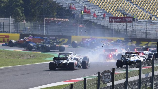 Lewis Hamilton memenangkan balapan F1 GP Tuscan setelah jadi yang tercepat, mengalahkan rekan setimnya, Valtteri Bottas.