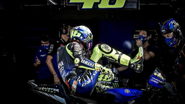Netizen riuh membahas Valentino Rossi yang akan memperkuat tim satelit Petronas Yamaha mulai musim balapan tahun depan.