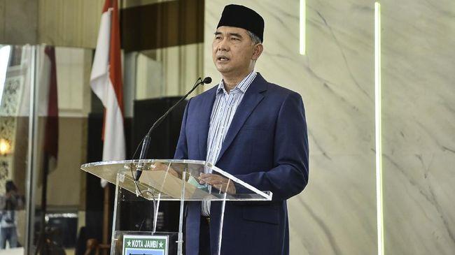 Wali Kota Jambi Syarif Fasha kini dirawat bersama keluarganya di Jakarta, namun di rumah sakit yang berbeda.