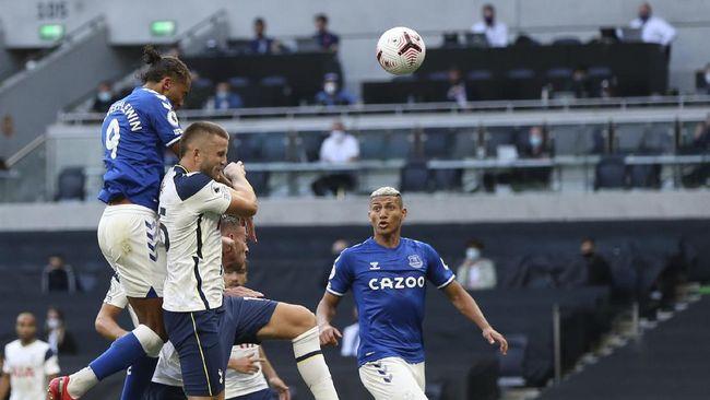 Everton berhasil menaklukkan Tottenham Hotspur dalam laga Liga Inggris di Stadion Tottenham, Minggu (13/9).