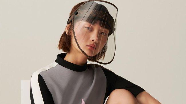 Louis Vuitton akan membuat face shield mewah terbarunya dan dijual nyaris Rp15 juta.