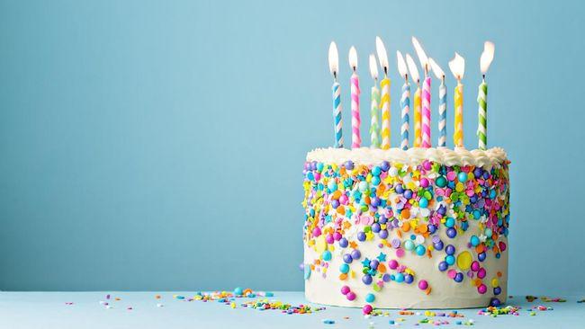 Tiup lilin dan potong kue saat ulang tahun bukan sekadar simbolik belaka. Berikut manfaat tiup lilin dan potong kue untuk perkembangan anak.