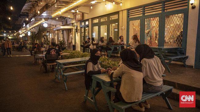 Pemprov DKI Jakarta menerapkan kebijakan wajib mengisi buku tamu bagi pengunjung di hotel, restoran, kantor, dan tempat umum lain.