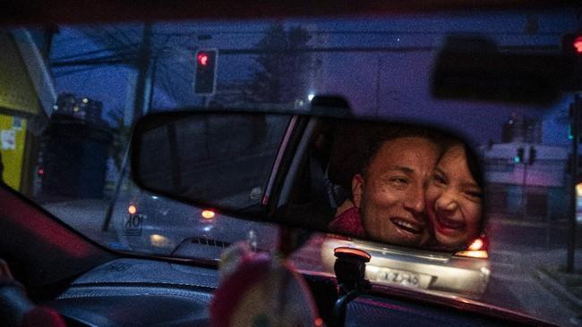 Jose Collantes Navarro tidak bisa menyembunyikan rasa pilu setelah kehilangan istrinya yang meninggal karena virus corona pada pertengahan Juni lalu di Chile.