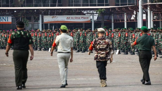 Personel yang dikerahkan dalam operasi yustisi PSBB DKI adalah 3.000 polisi, 3.000 TNI, 700 dari pemerintah daerah, 50 dari kejaksaan, dan 50 dari pengadilan.