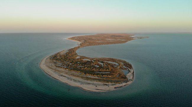 Pulau Dzharylhach diserbut turis semasa pandemi virus corona. Pulau tanpa manusia itu menyuguhkan keelokan alam yang masih perawan.
