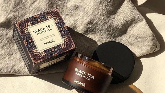 Atasi Wajah Kusam dan Lelah dengan Heimish Black Tea Mask Pack