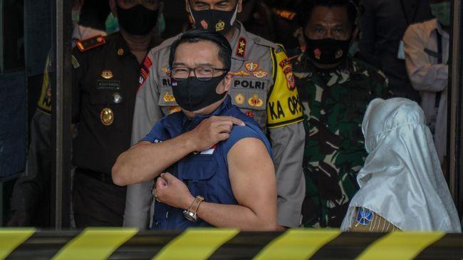Gubernur Jawa Barat Ridwan Kamil merasakan pegal usai menjalani penyuntikan vaksin Sinovac yang kedua kali.
