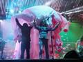 Corona, Flaming Lips Bawakan Lagu Baru dari Dalam Balon