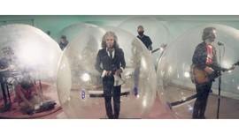 Corona, Penggemar Tonton Konser Flaming Lips dari Dalam Balon