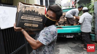 FOTO: Distribusi Bansos PSBB DKI Jakarta