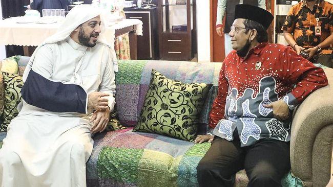 Menko Polhukam mengenang persahabatannya dengan Syekh Ali Jaber, sementara Ridwan Kamil menyatakan ulama itu adalah inspirasi untuk program Sadesha di Jabar.